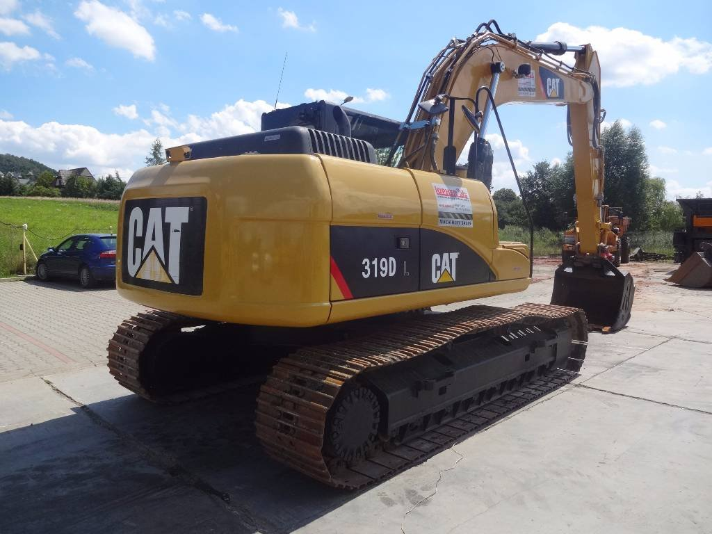 caterpillar and komatsu mission statement evaluation mgt 4 Mission statement: provide our customers with exceptional service, quality equipment and supplies, professional training and assistance, and support that help them.