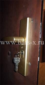 замена замков в металлической двери юао